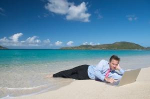 laptop-beach