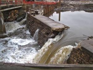 dam crumbling